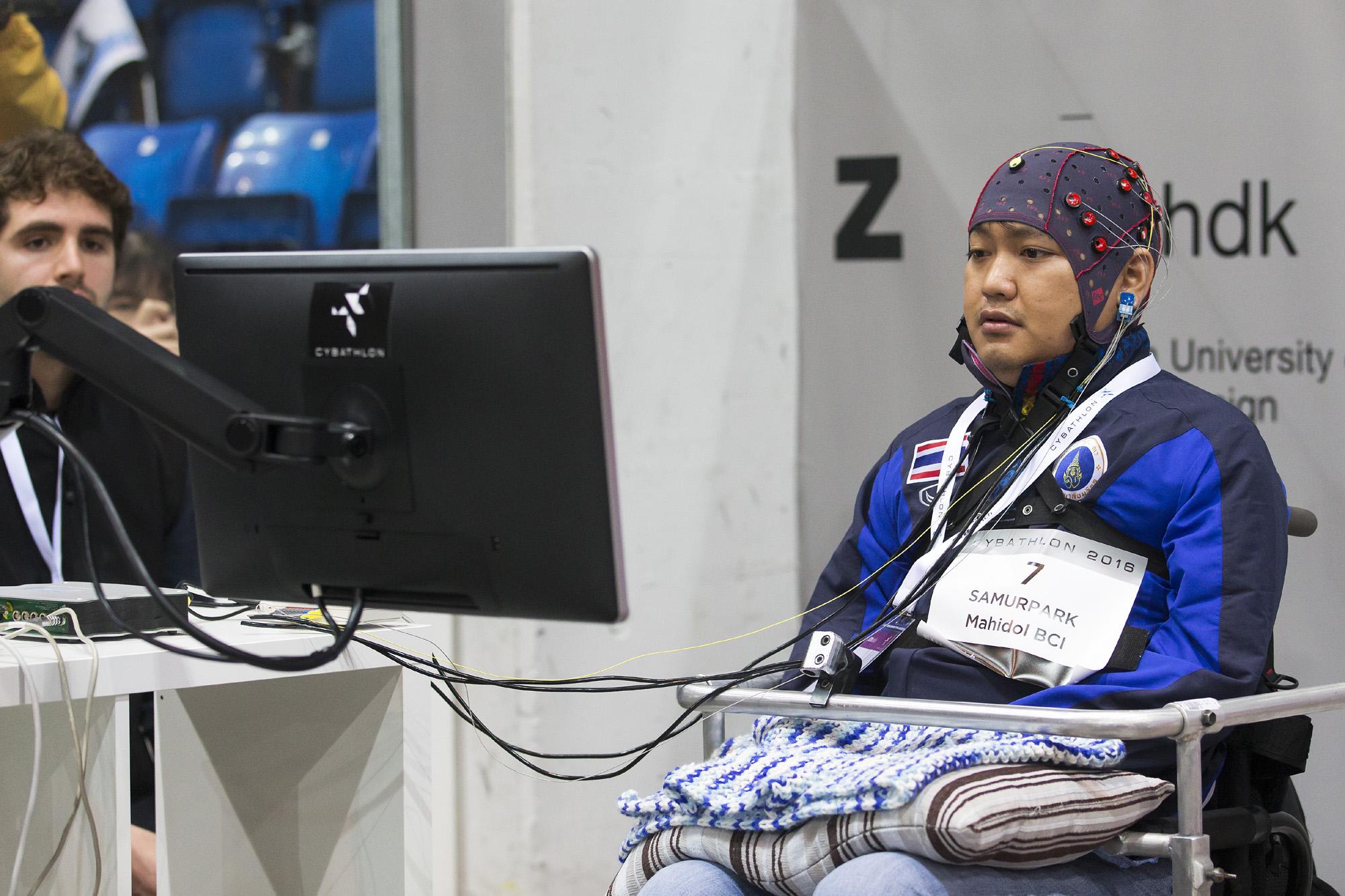 Teilnehmer am Cybathlon 2016